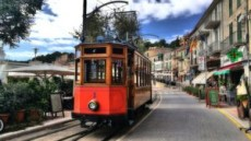 Attaccati al tram!